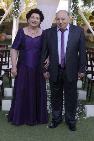 שמלות ערב לחתונה בגזרת פרינסס ומחשוף לב