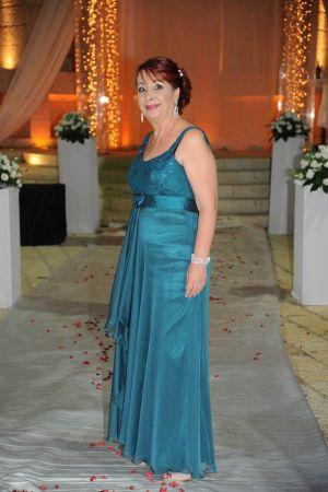 שמלות ערב בגזרת אמפייר עם כתפיות