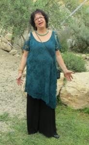 מכנסיים עליונית מתחרה בצבע טורקיז ומכנסיים משיפון