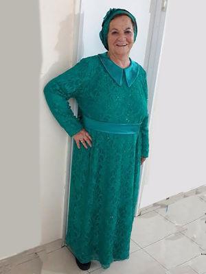 בגדי ערב לדתיות מתחרה אלגנטית עם כובע תואם שמלה