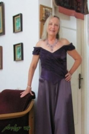 בגדי ערב לנשים מחוך שיפון  ומכנסי חצאית מסטן
